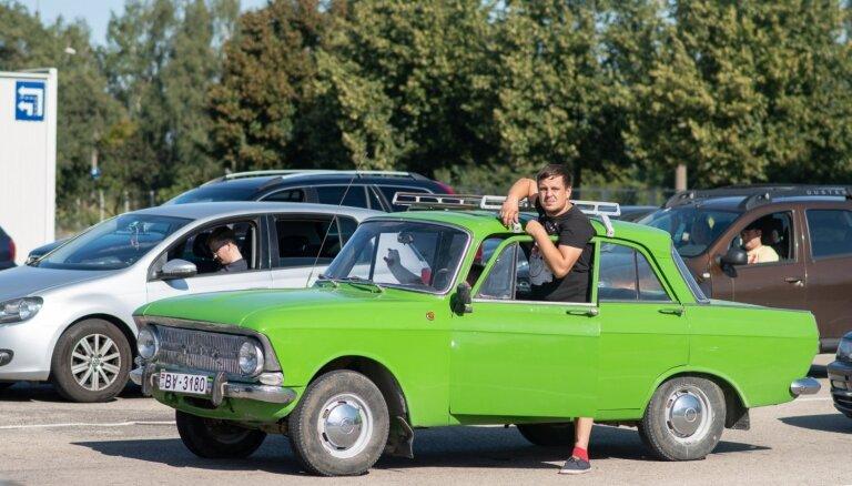 Foto: Rīgas Tehniskās apskates naktī pārbaudīti rekorda 2070 auto