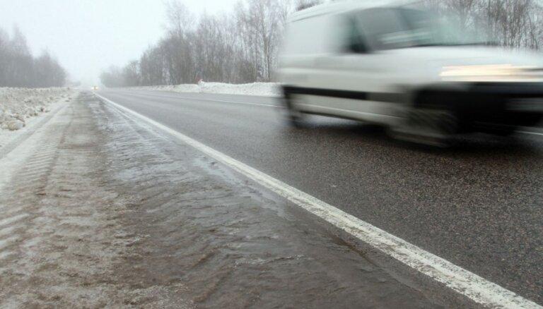 Balvu, Gulbenes, Madonas, Pļaviņu un Jēkabpils apkaimē autoceļi apledojuši
