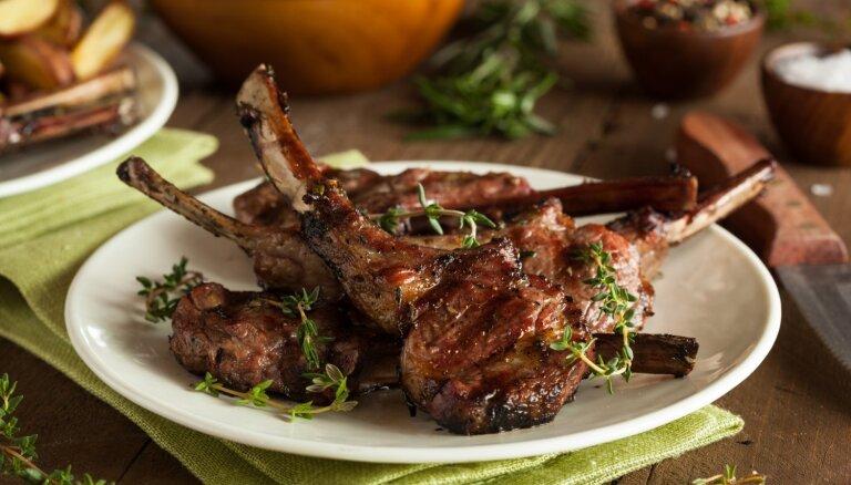 Šefpavāra meistarklase: kā pareizi grilēt dažādus jēra gaļas gabalus