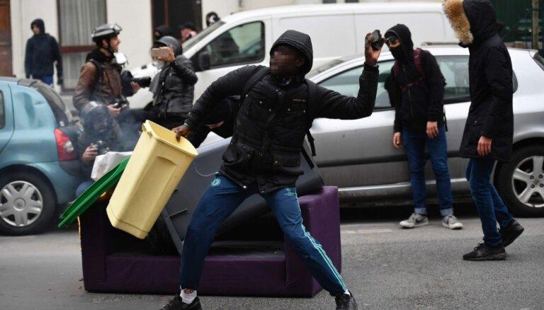 """Париж боится стать """"столицей беспорядков"""" 1 мая"""
