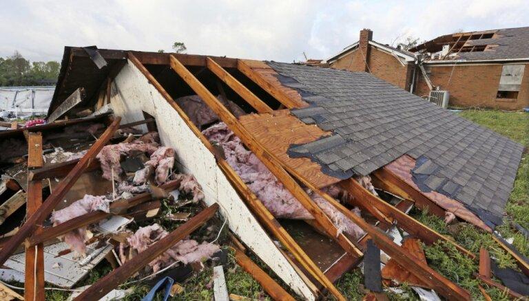 Vētrā ASV dienvidos bojā gājuši astoņi cilvēki