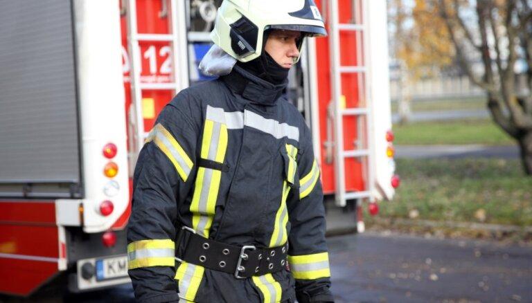 Aizvadītajā diennaktī ugunsdzēsēji dzēsuši 14 ugunsgrēkus