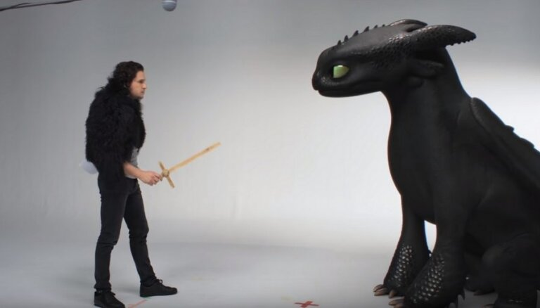 """ВИДЕО: Джон Сноу из """"Игры престолов"""" приручил дракона Беззубика"""