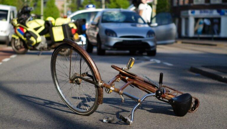 Пытаясь избежать столкновения с животным, автоводитель насмерть сбил велосипедиста