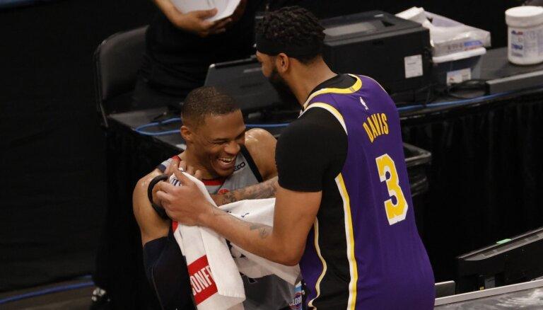Vestbruku aizmaina trešo gadu pēc kārtas – aizsargs pievienojas 'Lakers'