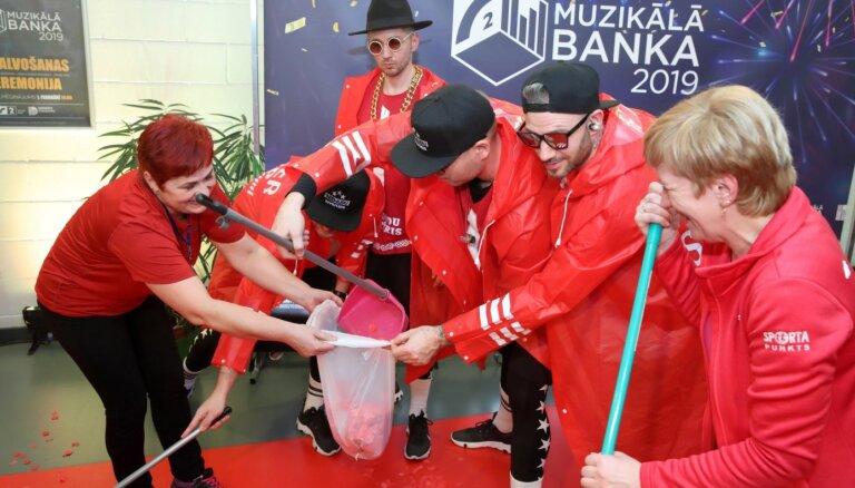 Foto: Kas notika 'Muzikālās bankas' aizkulisēs Daugavpilī