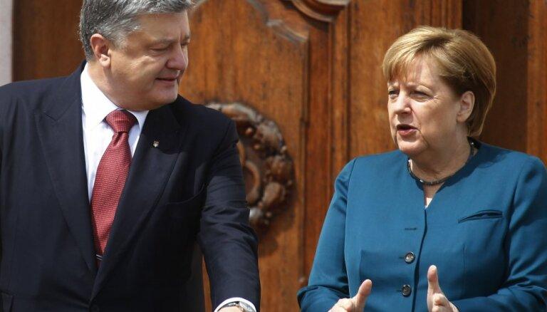Меркель против выборов в ДНР и ЛНР и за продление санкций против России