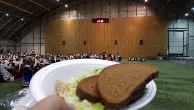 Vairāk nekā 4000 Dziesmu svētku ēdiena porciju atkritumos
