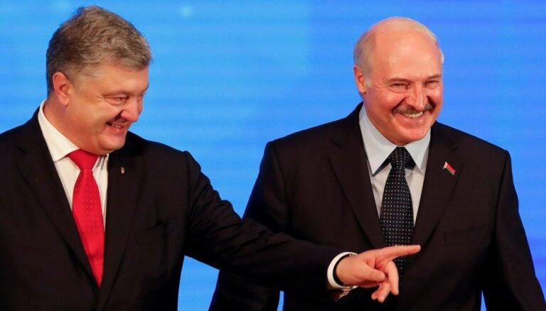 Lukašenko piedāvā pārņemt kontroli pār Krievijas-Ukrainas robežu