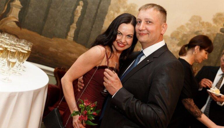 Evija Skulte un igaunis Aimurs precēsies šovasar