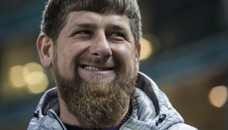 Кадыров подвез подарок для отца Хабиба Нурмагомедова — прямиком из Чечни