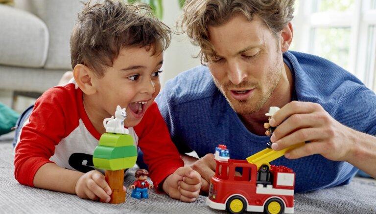 Rotaļāsimies kopā! Kopīgas rotaļas dara ģimenes laimīgākas