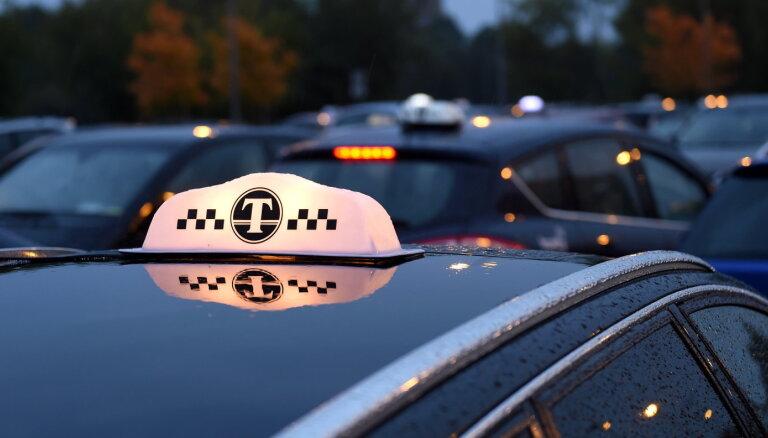 Маски потребуются и в такси, но их можно не носить на мероприятиях с фиксированными местами