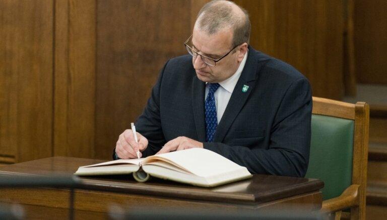 Saeima apstiprina Možvillo pilnvaras; Liepiņa aiziet, sakot, ka šīs Saeimas laiks beidzies