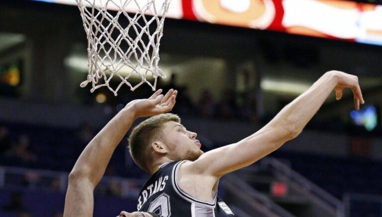 Dāvis Bertāns 'Spurs' pirmajā pārbaudes spēlē gūst piecus punktus