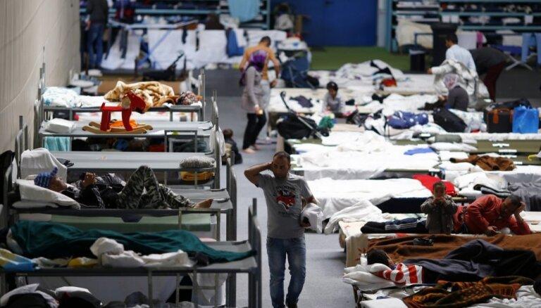 Vācija atļauj imigrantiem šķērsot robežu ar Austriju tikai piecos punktos