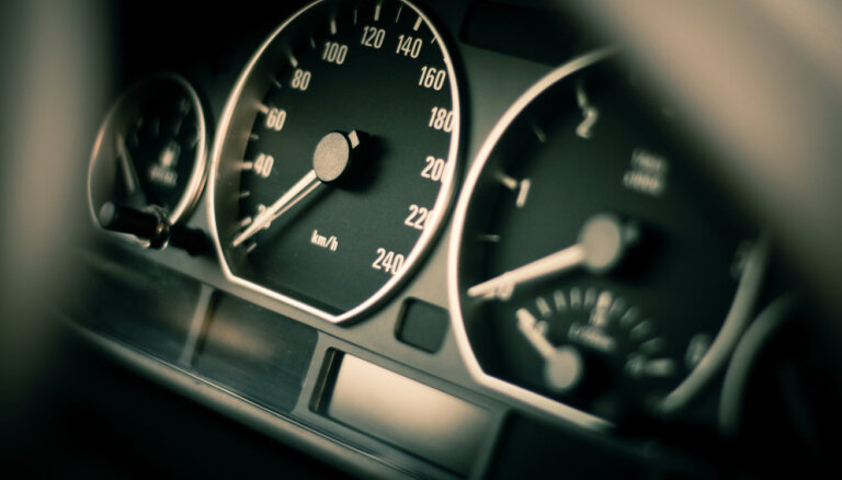 Ventspils novadā BMW traucas ar 165 km/h atļauto 90 km/h vietā