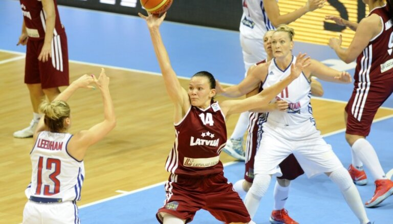 Latviešu basketbolistei Šteinbergai izcils sniegums FIBA Eiropas kausa pirmajā finālspēlē