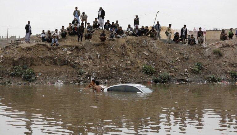 Plūdos Saūda Arābijā un Jemenā 42 bojāgājušie