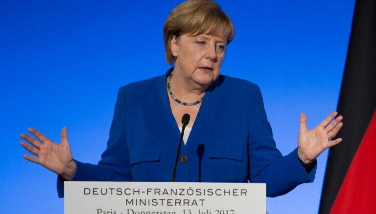 """Как Германии удается быть """"за"""" и """"против"""" антироссийских санкций"""