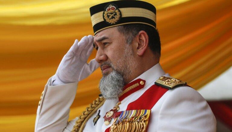 Malaizijas karalis atsakās no troņa