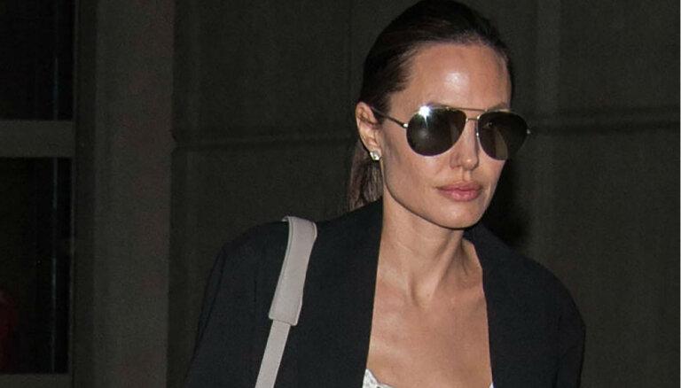 ФОТО: Сальма Хайек показала настоящую Анджелину Джоли