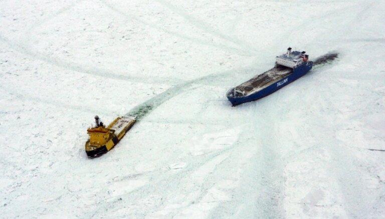Spēcīgais vējš Rīgas līcī veido ledus krāvumus; atkal ievērojami apgrūtināta kuģošana