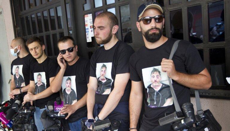 Pēc uzbrukumiem žurnālistiem Gruzijas televīzijas kanāli aptur raidīšanu