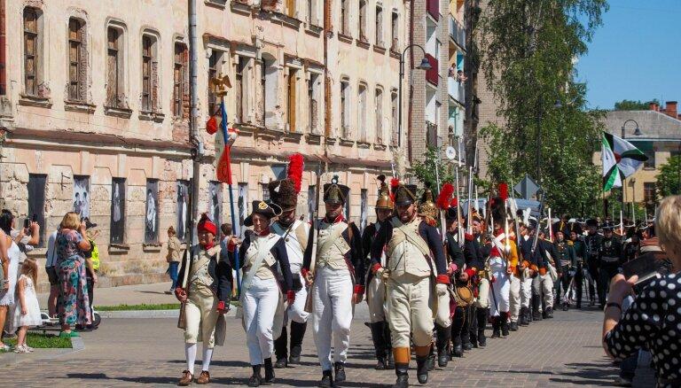 Foto: Daugavpilī rekonstruē vēsturisko kauju ar Napoleona armiju