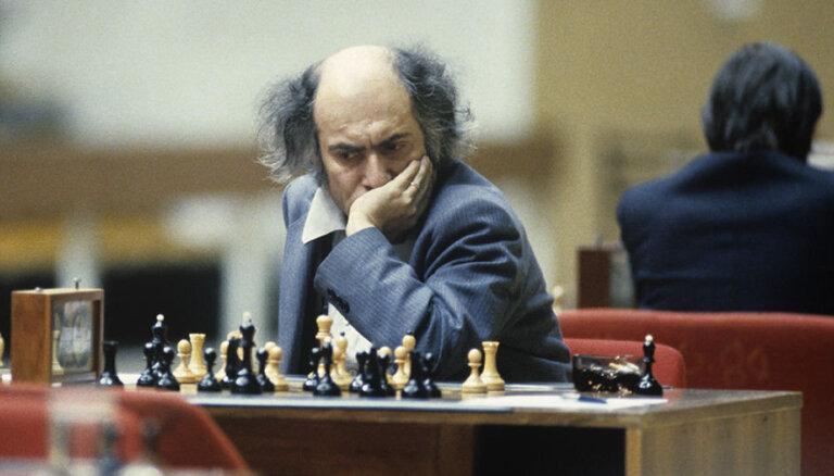 """Сегодня — 80 лет со дня рождения """"шахматного Паганини"""" Михаила Таля"""