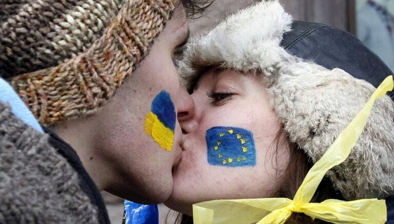 EP: Moldovai, Gruzijai, Ukrainai jāturpina ES reformas, Krievijai jābeidz iejaukties