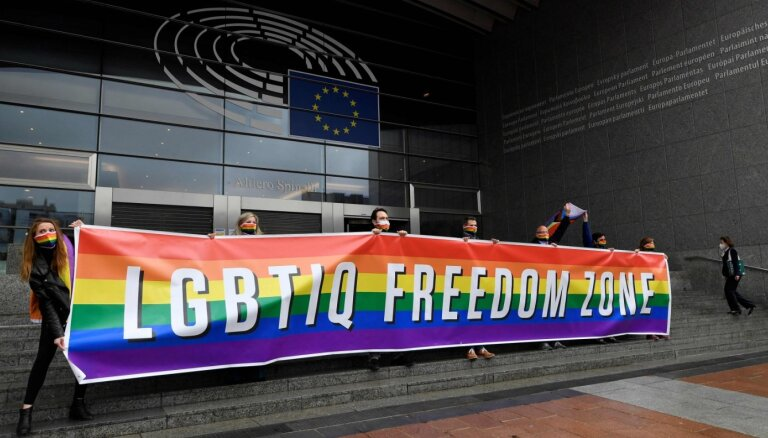 УЕФА запретил радужные баннеры в Санкт-Петербурге и Баку во время ЕВРО
