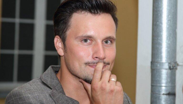 Andra Buļa grēksūdze: aktieris nožēlo sānsoli ar Lieni Skulmi