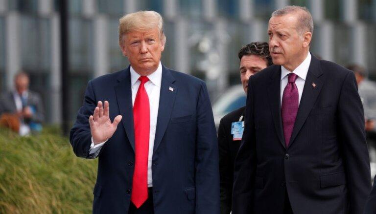 Tramps Turcijai sola ekonomisku sagrāvi, ja tā uzbruks kurdiem