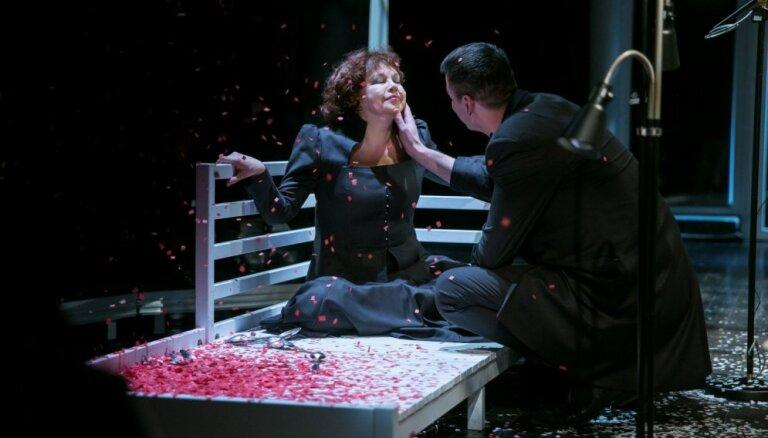 Foto: Strindberga 'Pelikāns' Valmieras teātrī