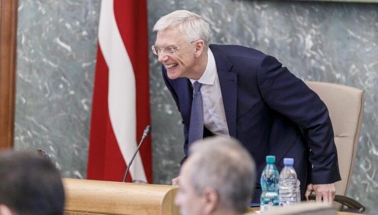Bezprecedenta gadījumi un kompromiss – Kariņa valdība atzīmē pirmos trīs mēnešus