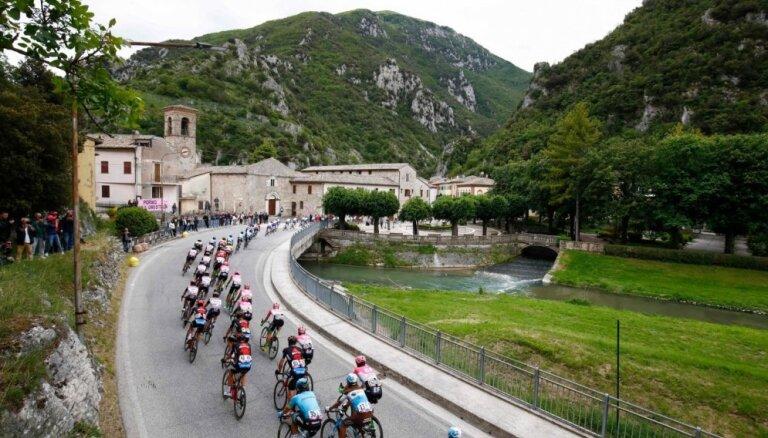 Neilandam augstā 30. vieta 'Giro d'Italia' posmā; uzvar kopvērtējuma līderis Jeitss