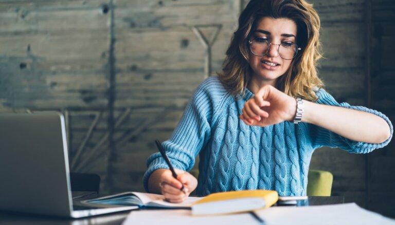 Darbu nodošanas termiņu stress – kādēļ tāds rodas un kā to mazināt
