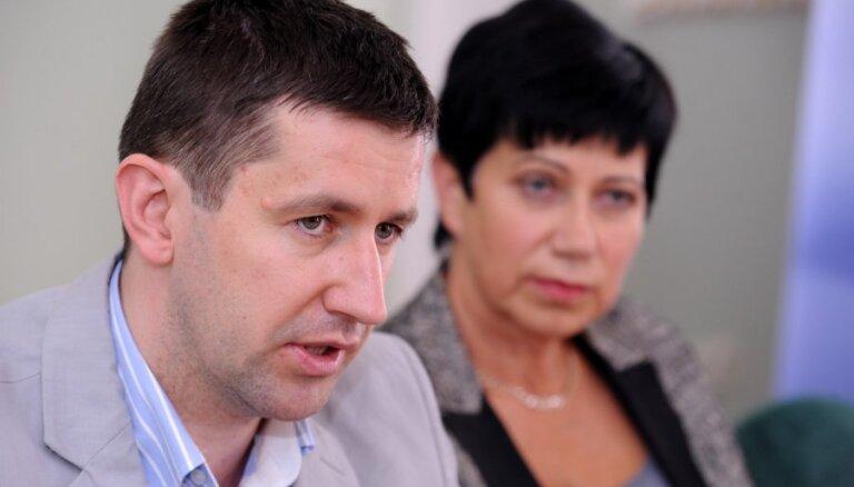 Домбровский: учителя выдвинули нереальные требования