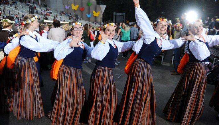 Депутаты РД призвали в этом году не проводить Праздник песни и танца школьной молодежи