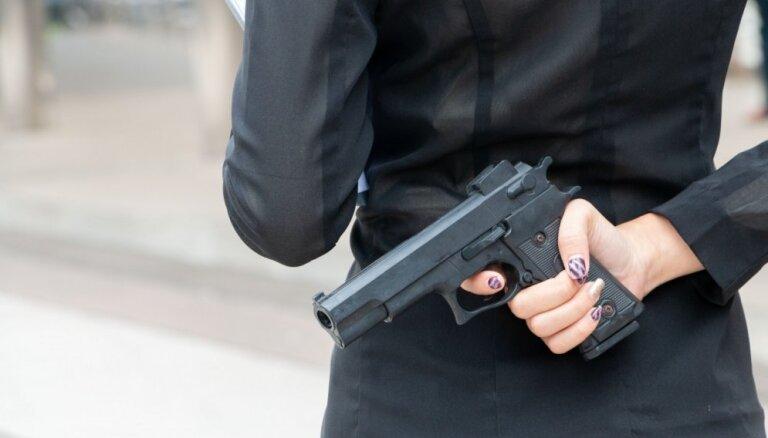 Женщина влюбилась в сокурсницу, следила за ней, а затем убила тремя выстрелами в спину