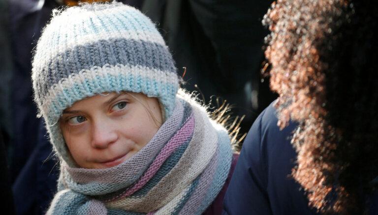 Tūnberga piktojas, ka neviens neievēro viņas prasību tūlīt pārtraukt lietot fosilo degvielu