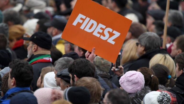Eiropas lielākā partija lems par Orbāna 'Fidesz' izslēgšanu