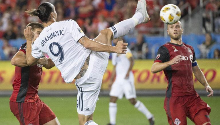 ВИДЕО: Ибрагимович фантастическим ударом забил пятисотый гол в карьере