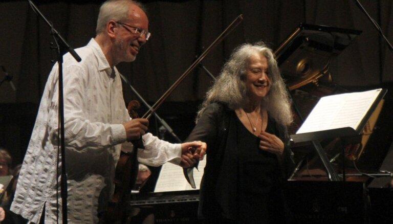 Foto: Vidzemes koncertzālē koncertā vienojas pasaules leģendas Marta Argeriha un Gidons Krēmers