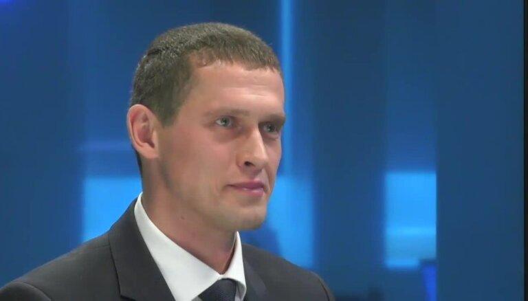 Jurašs pret Kalnmeieru: kurš nestrādā tagad, kurš nestrādāja agrāk