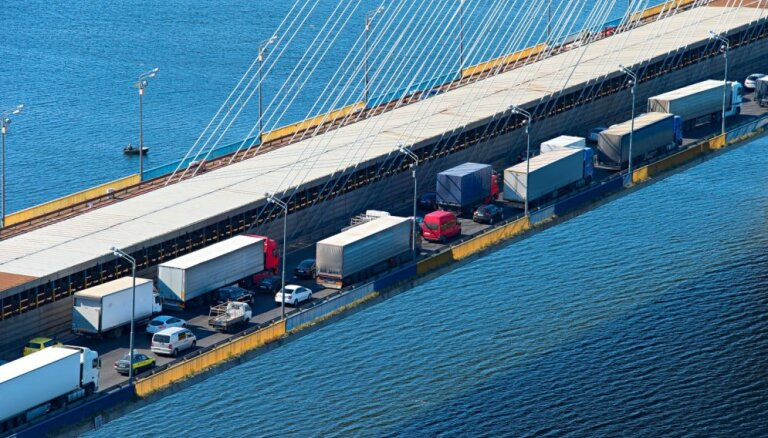Policijas operācijas dēļ nobloķēta satiksme uz Dānijas Zēlandes salu