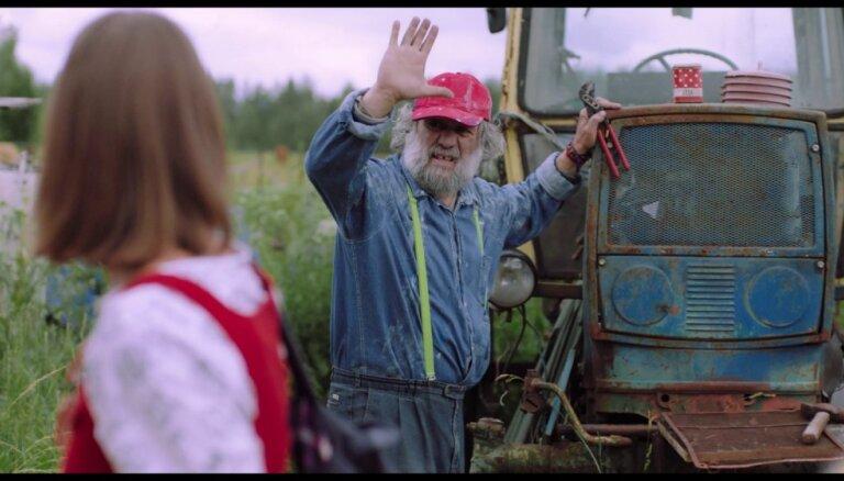 'Cehs.lv': Pirmā neitrālā filmas 'Blakus' recenzija