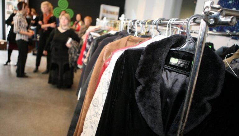 Tirgotāji: šogad decembrī iedzīvotāji apģērbu iegādājas vairāk nekā pērn