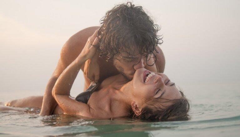 Mīlas prieki ūdenī: galvenie riski, ieteikumi un pieredzes stāsti